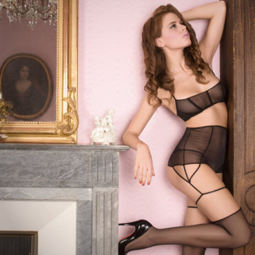 Lingerie Maison Close : gaine string Villa Bel Ami