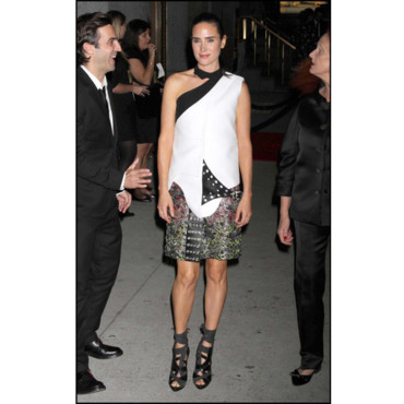 Jennifer Connelly en total look Balenciaga