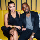 Kim Kardashian critique : elle compte emmener son bb en tourne avec Kanye West 