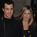 Jennifer Aniston, réconfortée par Justin Theroux après son Ice Bucket Challenge