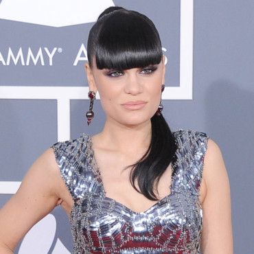 Jessie J queue de cheval et frange Grammy Awards 2012