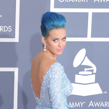 Katy Perry chignon coque bleu Grammy Awards 2012