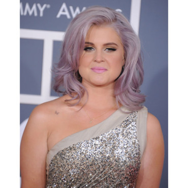 Kelly Osbourne brushing gris Grammy Awards 2012