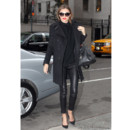 Miranda Kerr, incroyablement sexy en total look noir à New York