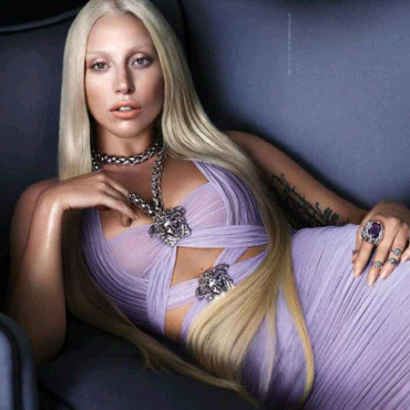 Lady Gaga pour Versace