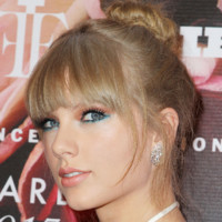 Photo : Taylor Swift, jolie baby-doll pour les Fragrance Foundation Awards